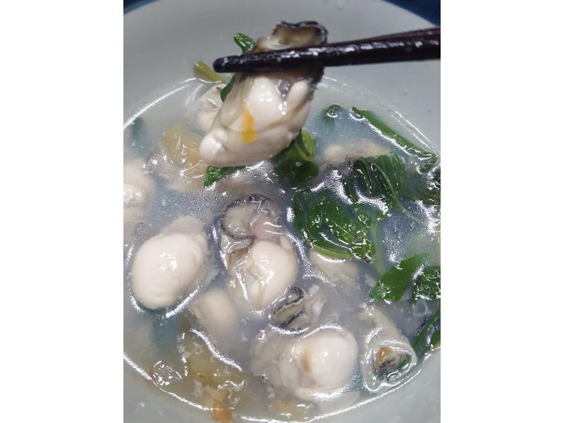 酸菜鮮蚵湯