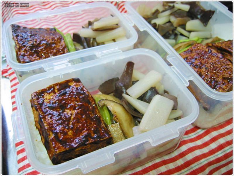 雙菜便當・照燒醬煎百頁豆腐+燴煮白蘿蔔
