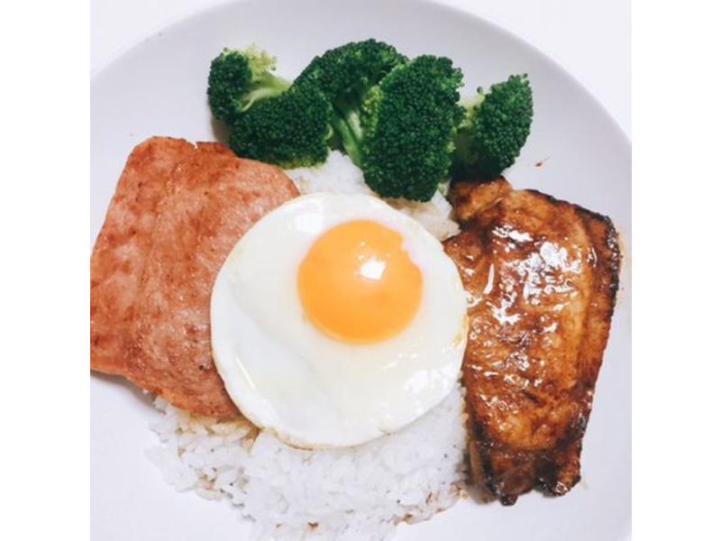 茶餐廳料理!餐蛋豬扒飯