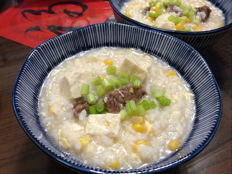 滑蛋牛肉玉米豆腐粥