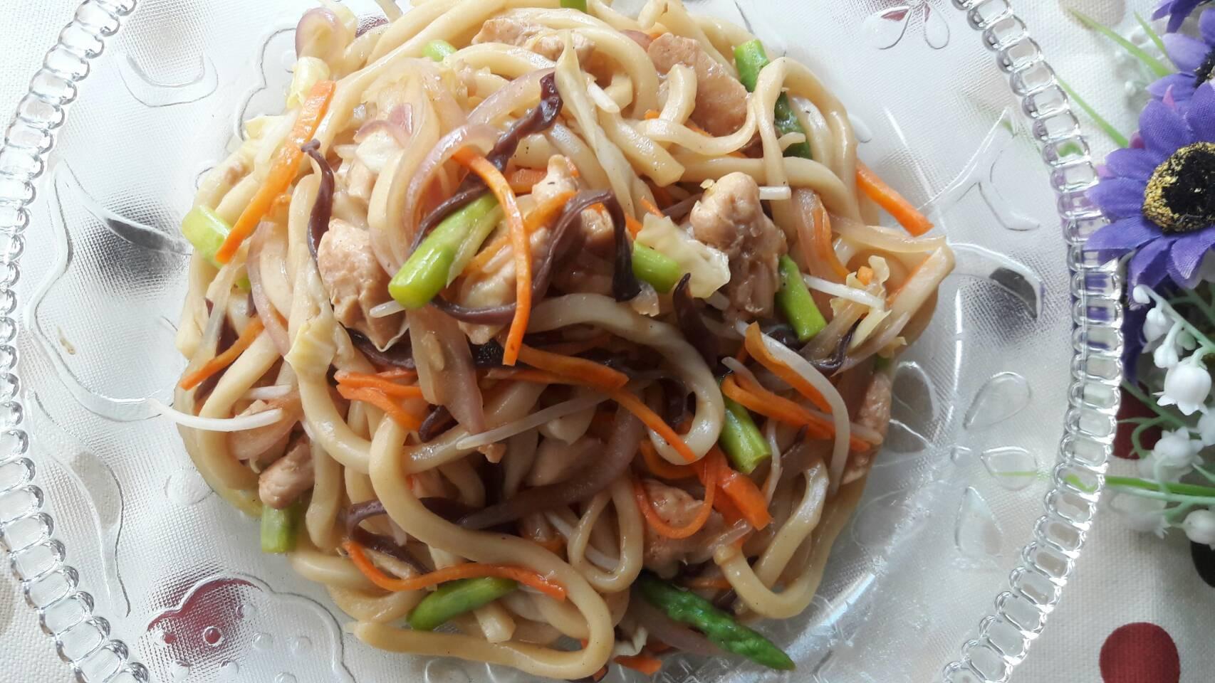 蔬菜蠔油雞肉炒烏冬
