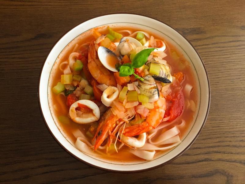 義式蕃茄海鮮湯麵