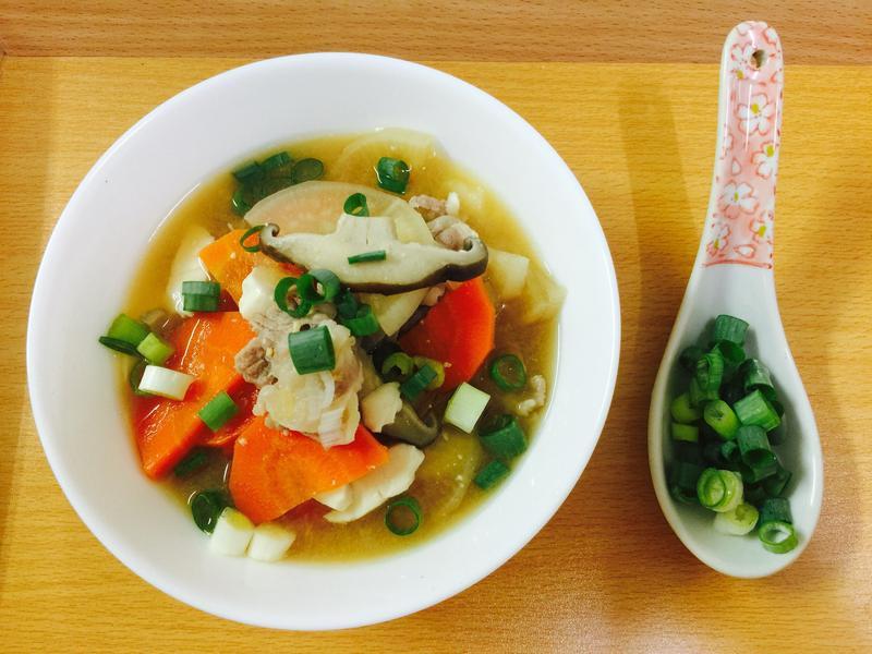 溫暖的湯:日式味增什錦豚汁湯