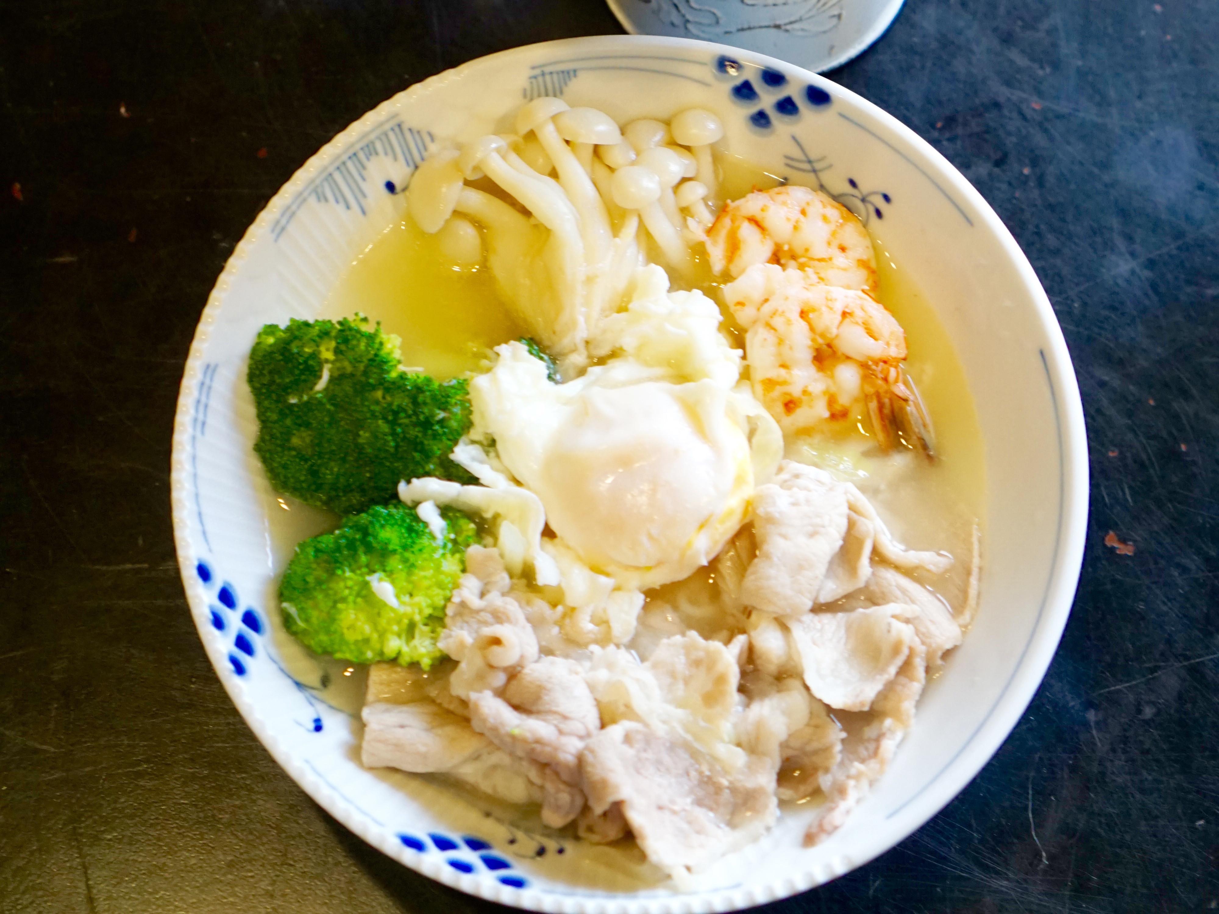 午餐餐桌:熱呼呼的家常鍋燒麵