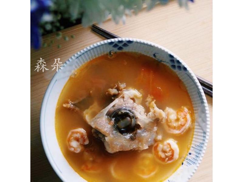 初秋暖胃湯品:番茄鮮蝦魚頭湯