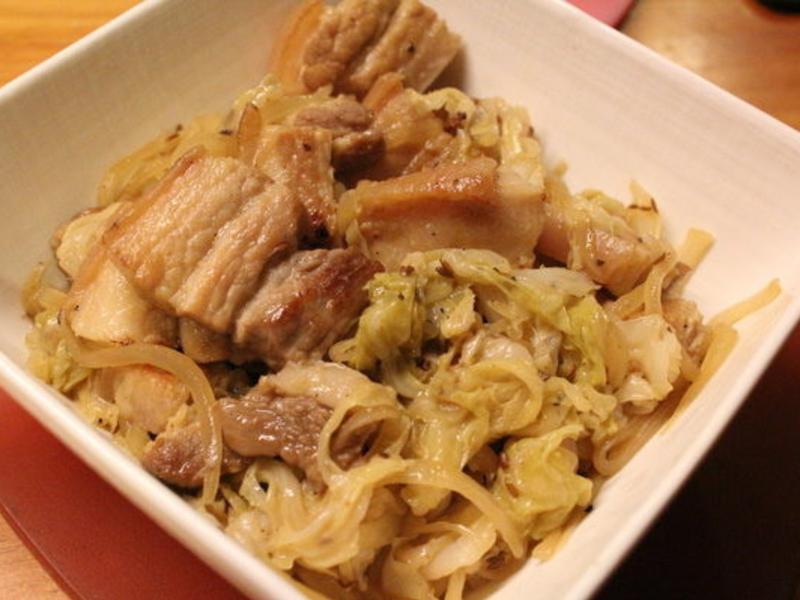 葡萄酒醋燉鹽漬豬肉高麗菜