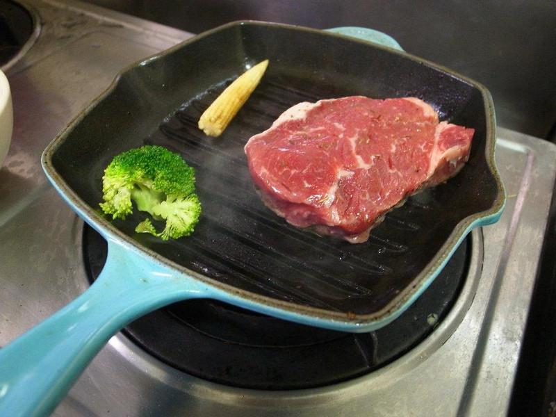 在家煎牛排(有牛排鍋的版本)