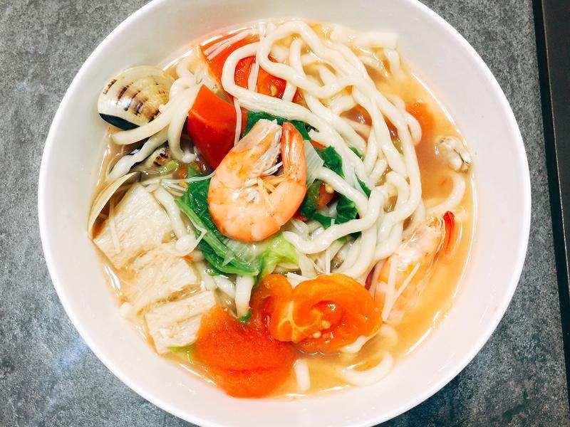 料多味美的番茄海鮮拉麵