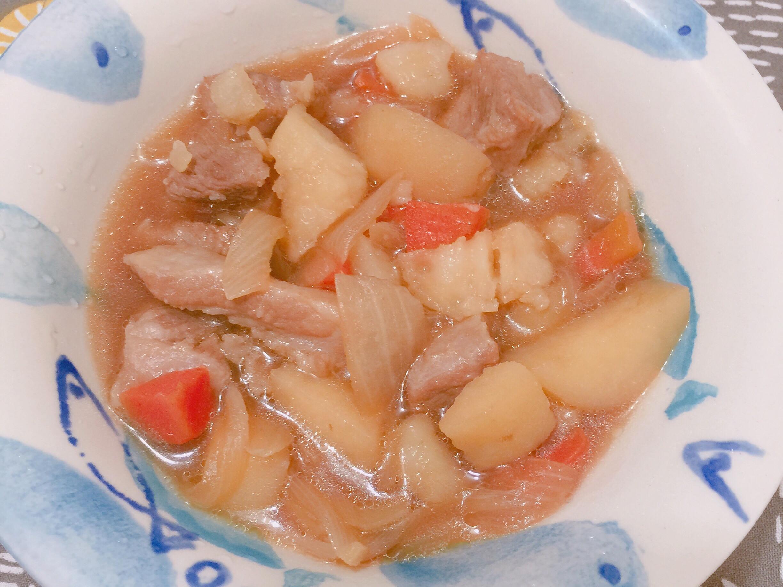 用鑄鐵鍋做~馬鈴薯燉肉🐷