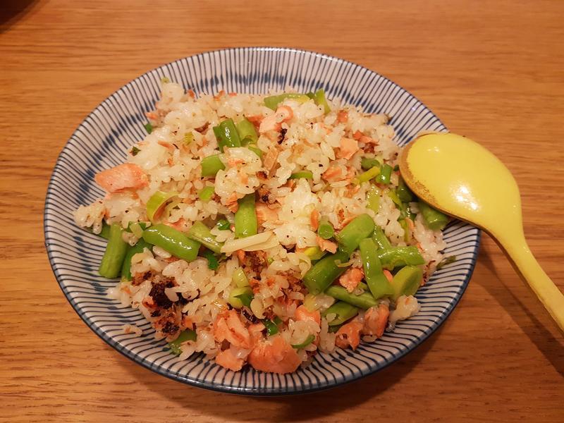 鮭魚敏豆蒜苗炒飯