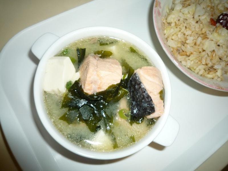 鮭魚味噌豆腐湯×湯料理×海鮮湯食譜