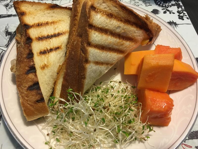 魔鬼藏在肚子裡的洋蔥鮪魚三明治