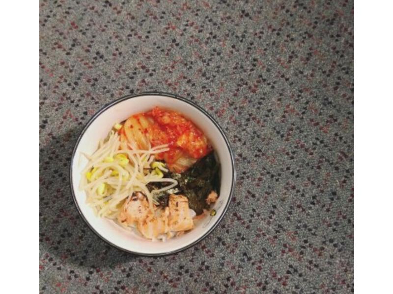 鮭魚泡菜拌飯