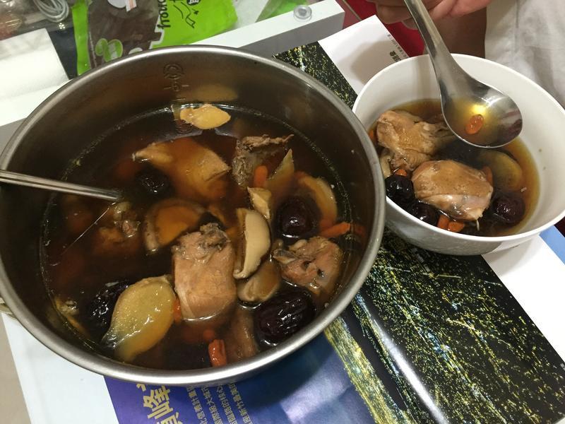 鮮菇菇雞湯