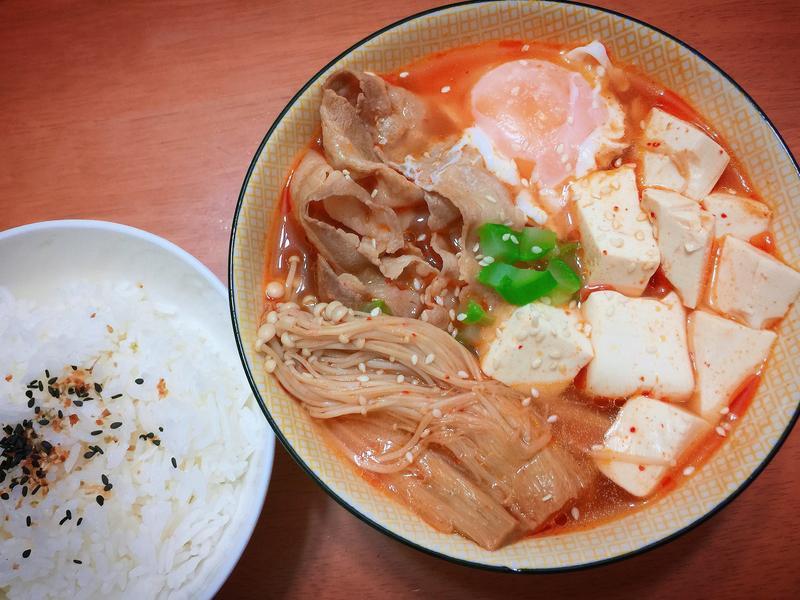 《韓式豚肉辣豆腐鍋》