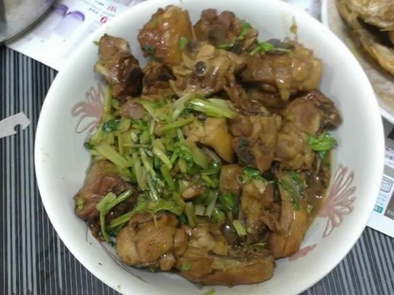 芹菜三杯雞