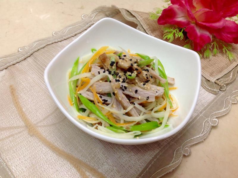 皎白筍松板豬/胡麻醬