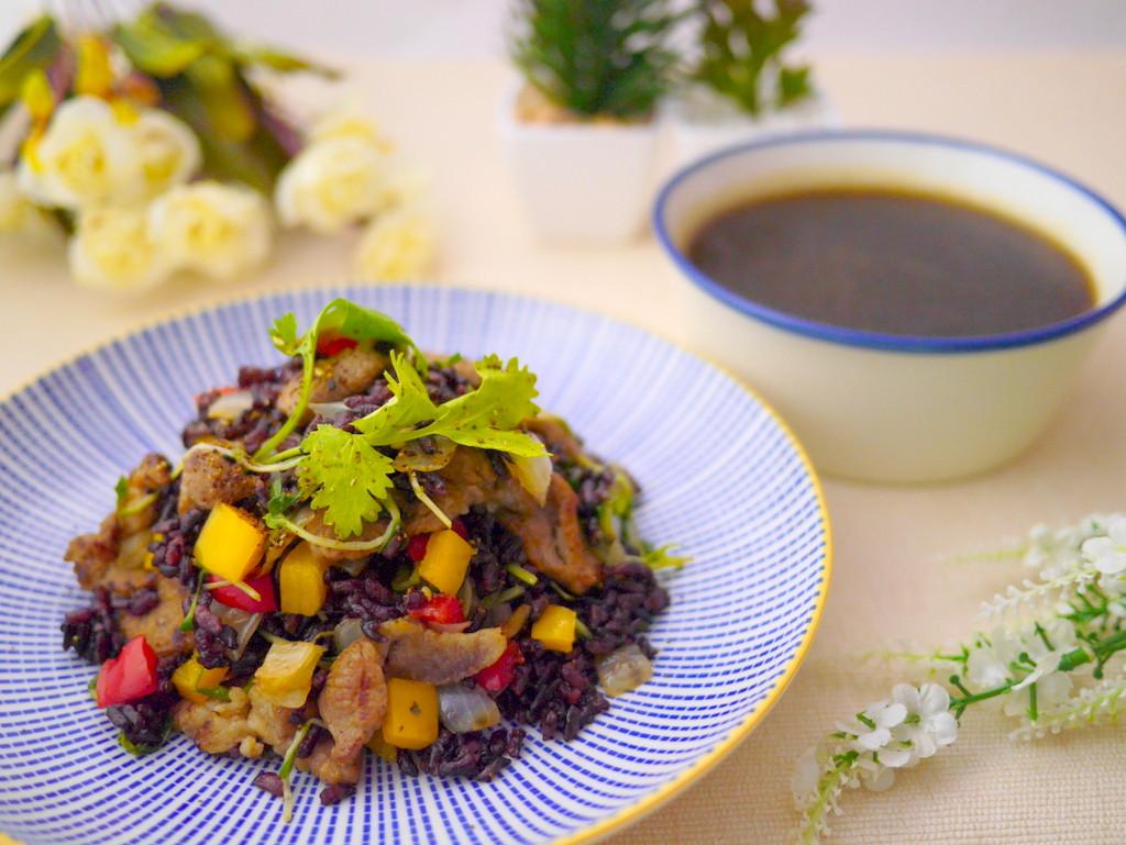 醬燒豚彩蔬黑米拌飯&黑糖黑木耳露