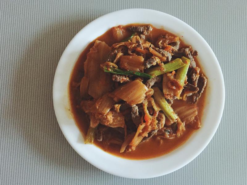 媽媽的家常菜。泡菜炒肉