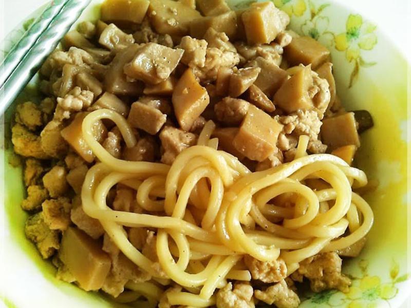 菇雞肉燥麵★不油膩雞肉燥