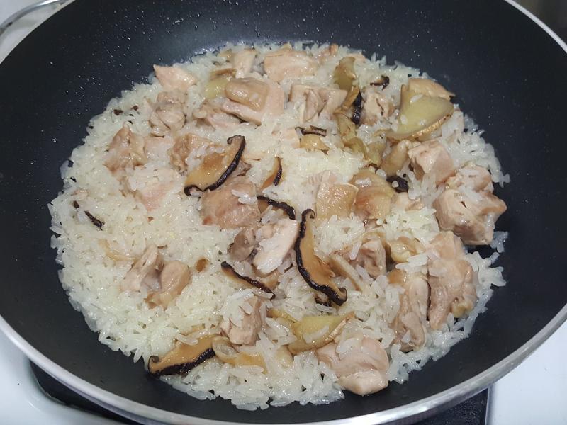 蔴油香菇雞腿飯