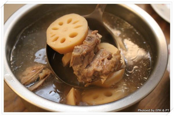電鍋版蓮藕紅棗排骨湯