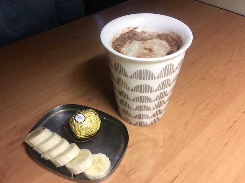 """""""漂浮""""香蕉巧克力堅果拿鐵~冬日小確幸"""