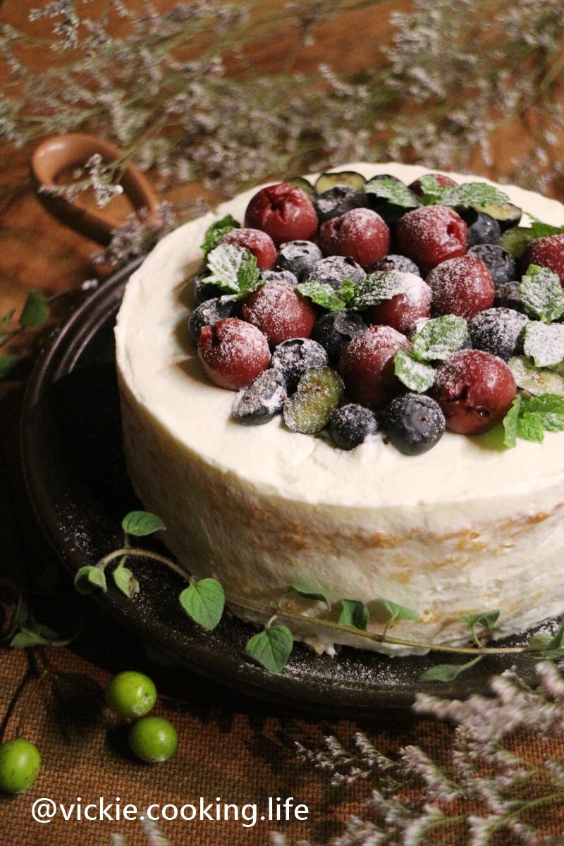 輕盈溫順口感的《苺果鮮奶油裸蛋糕》