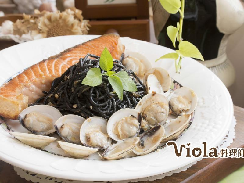 鮭魚海鮮墨魚麵