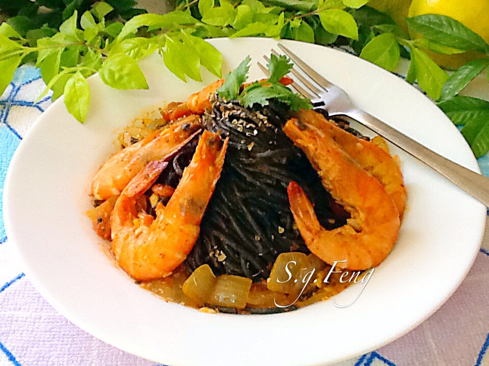 鮮蝦茄汁墨魚義大利麵