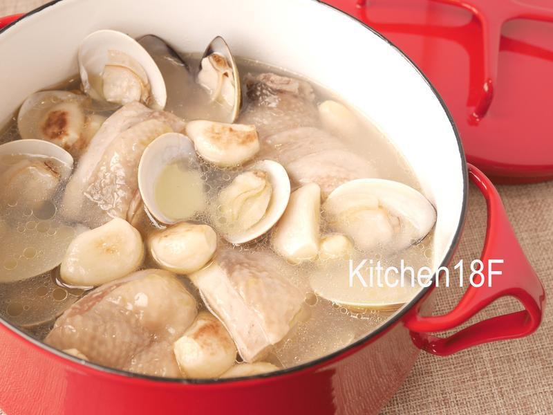 蒜頭雞湯_電鍋料理 湯頭濃郁秘訣