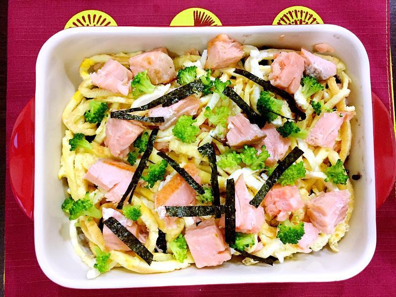 鮭魚黑米散壽司