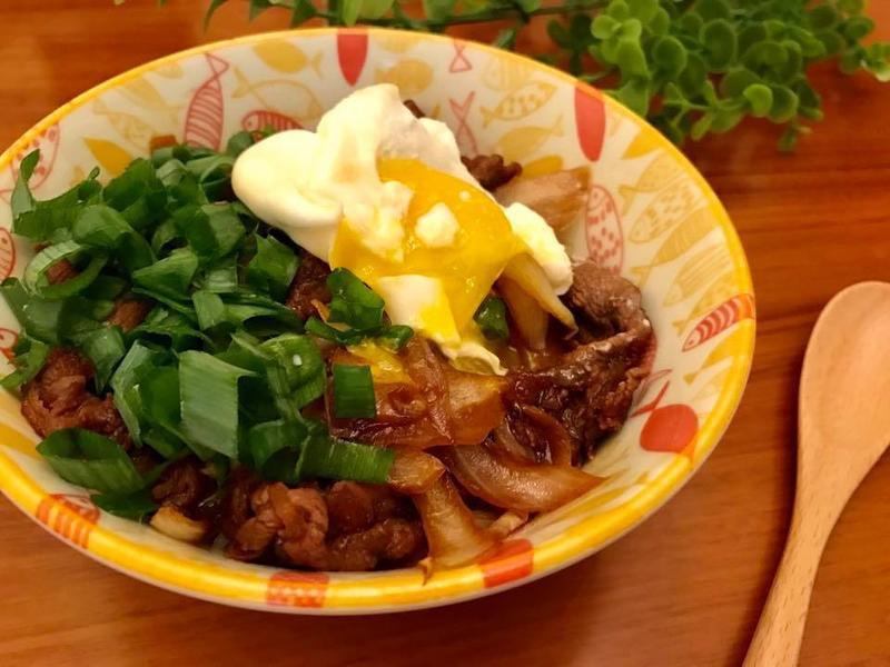 日式料理輕鬆做-黃金半熟玉子蔥花牛丼