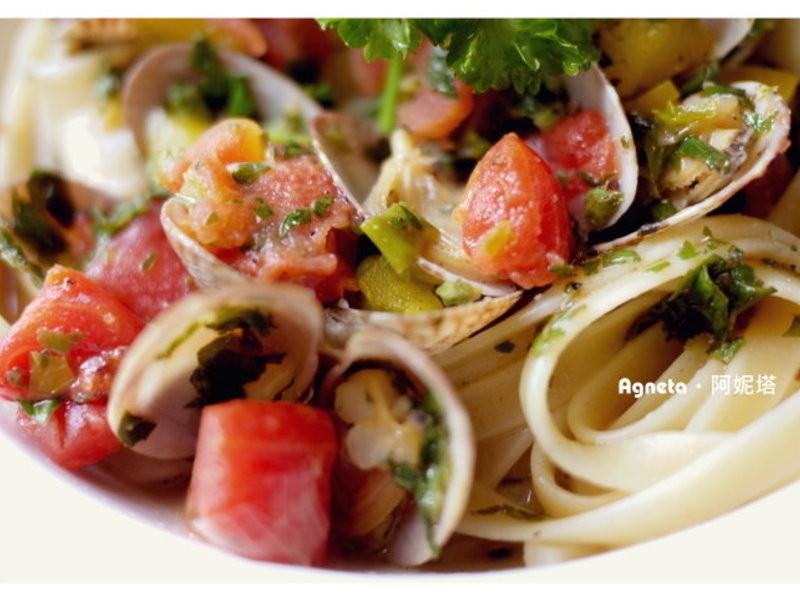 [阿妮塔♥yummy]蕃茄白酒海瓜子義大利麵。