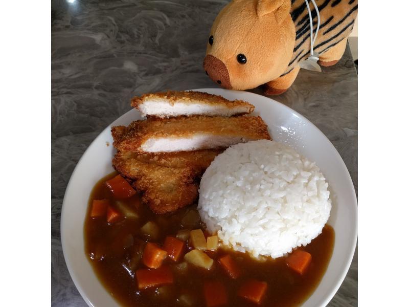 非常下飯的「日式豬排咖哩飯」