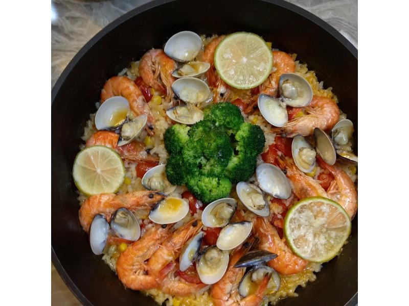 色澤鮮艷的「西班牙海鮮燉飯」