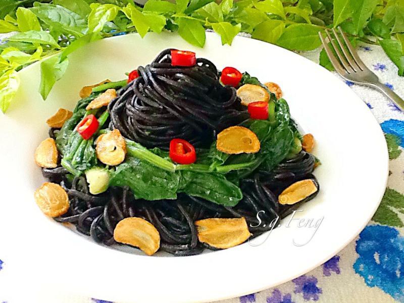 蒜香菠菜墨魚麵