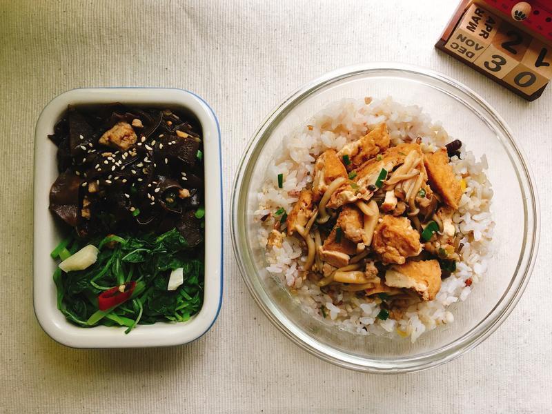 [每日便當]菇菇肉末燒油豆腐