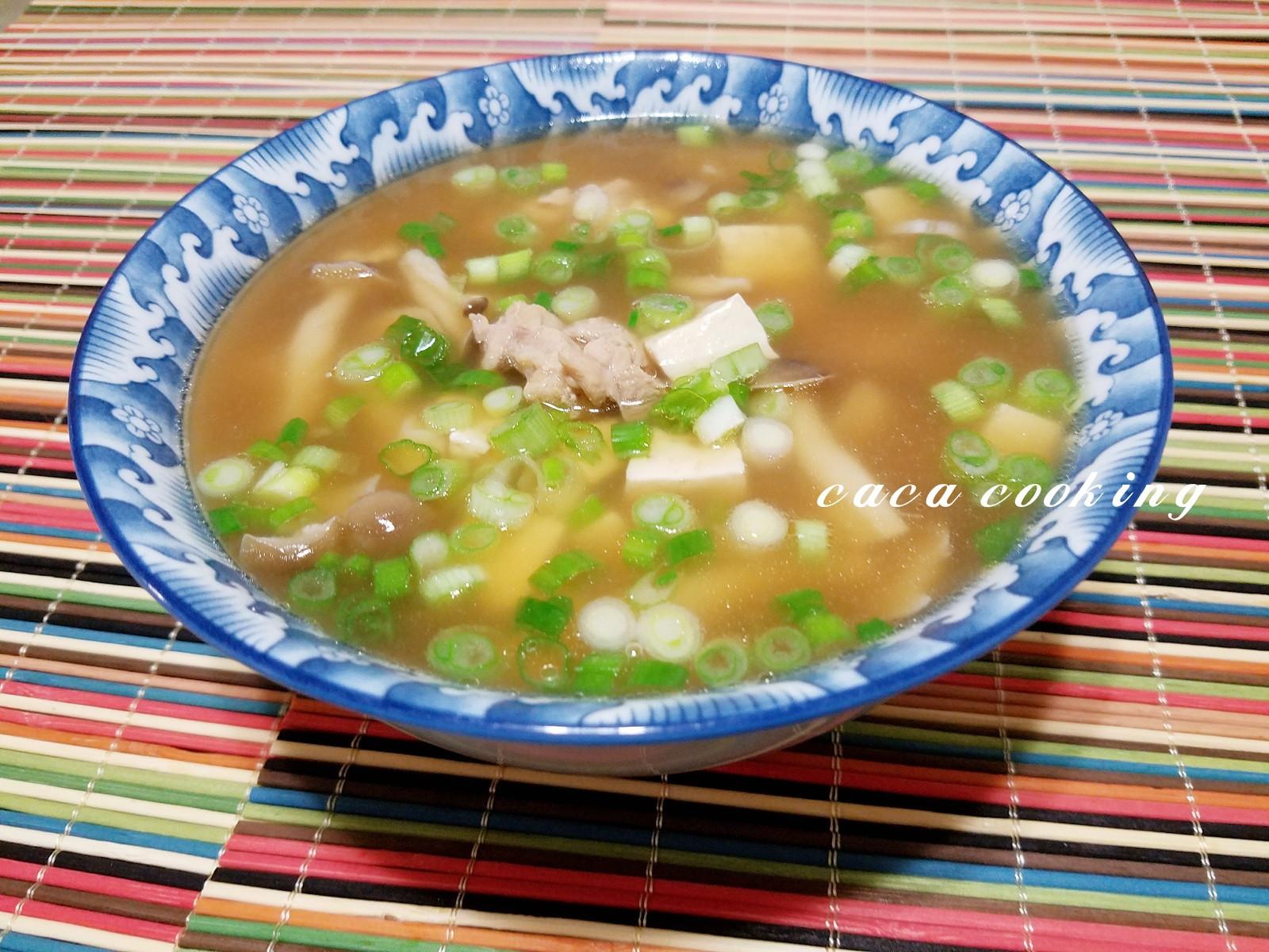 日式鴻喜菇嫩雞湯