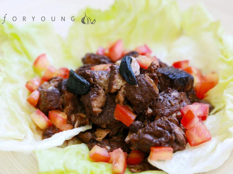 黑蒜燉梅花豬肉