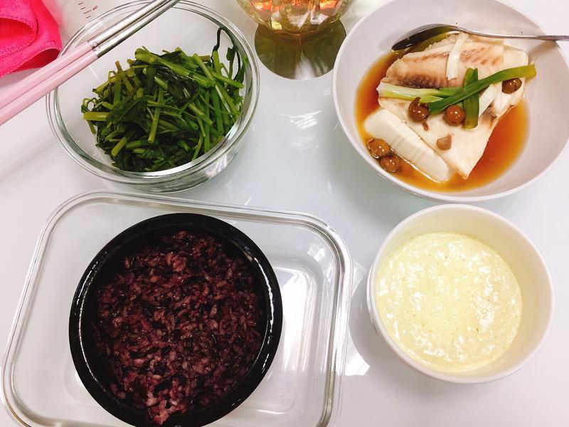 減重食譜10分鐘-黑米飯、蒸蛋、雕魚青菜