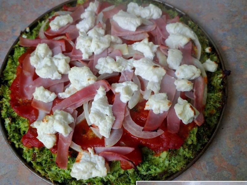 西蘭花底的比薩