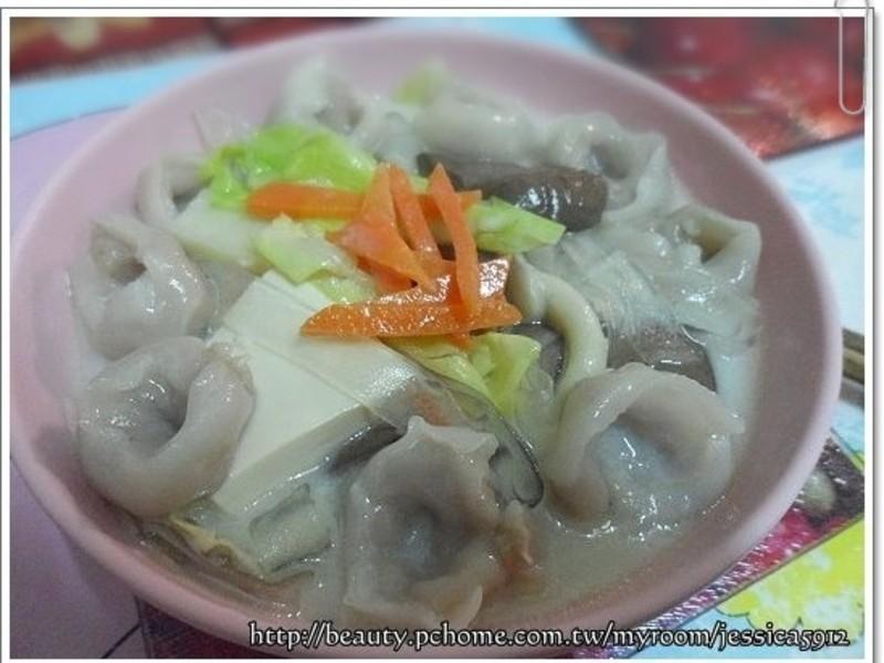 桂冠魚餃菇菇牛奶鍋
