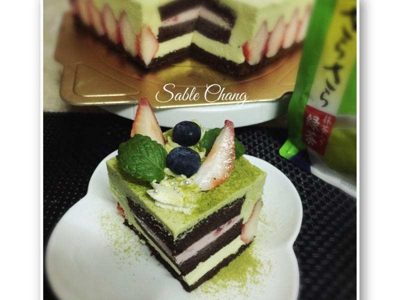 抹茶草莓慕斯蛋糕