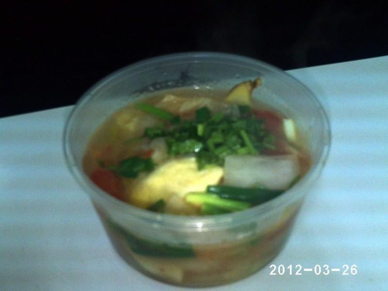 白菜蕃茄蛋餃湯