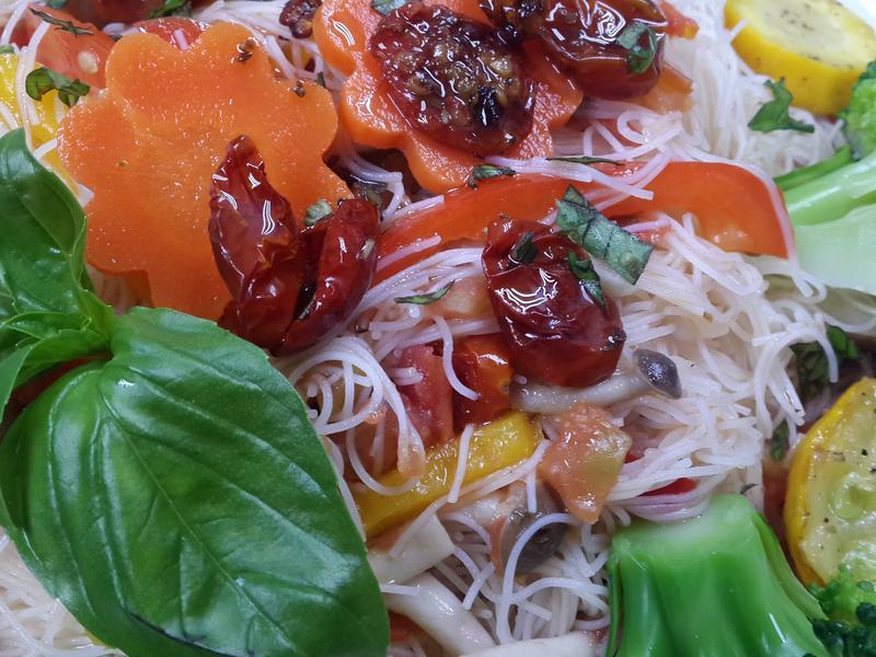 義式油漬番茄佐青醬炒米粉