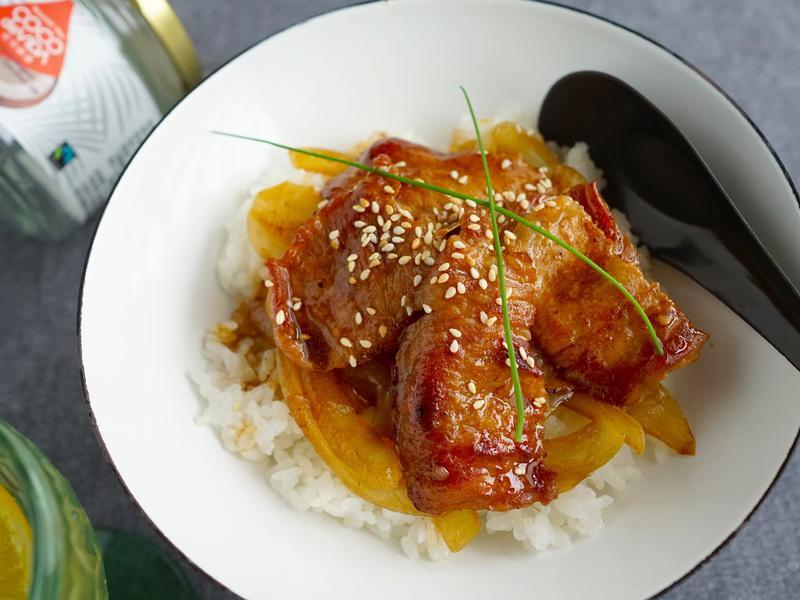 快手料理~椰子油洋蔥燒肉井飯
