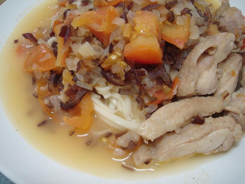 菲個人煮義~鹽味番茄雞肉麵