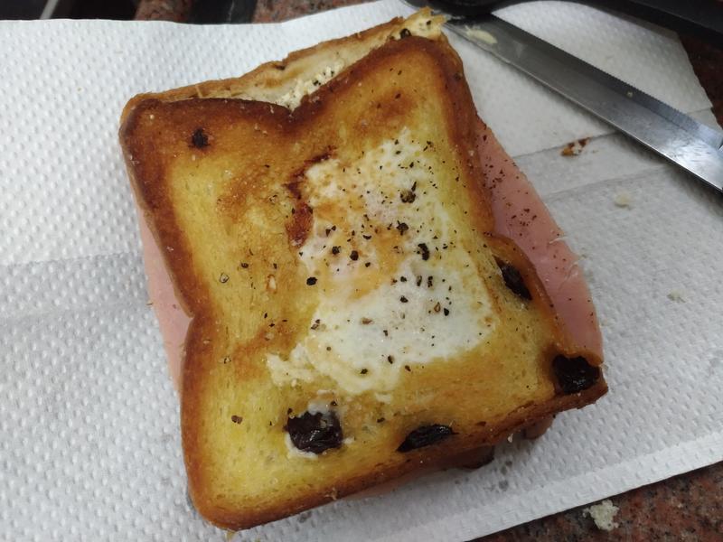 超簡單早餐! Egg in a Hole