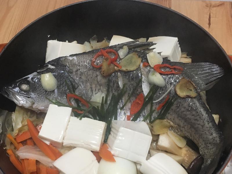 鑄鐵鍋料理-無水蒸魚